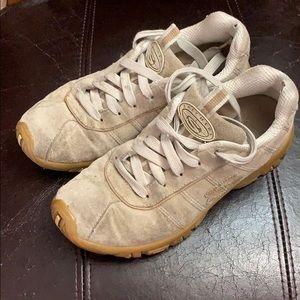 Skechers - Tan Sneakers - 6.5